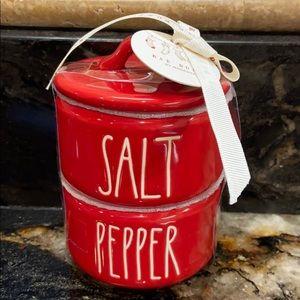 New HTF Red Rae Dunn SALT & PEPPER Stack Cellars
